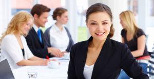dziewczyna - doradca finansowy - konta firmowe